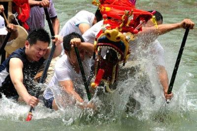Les courses de bateaux-dragons(Source /Internet)